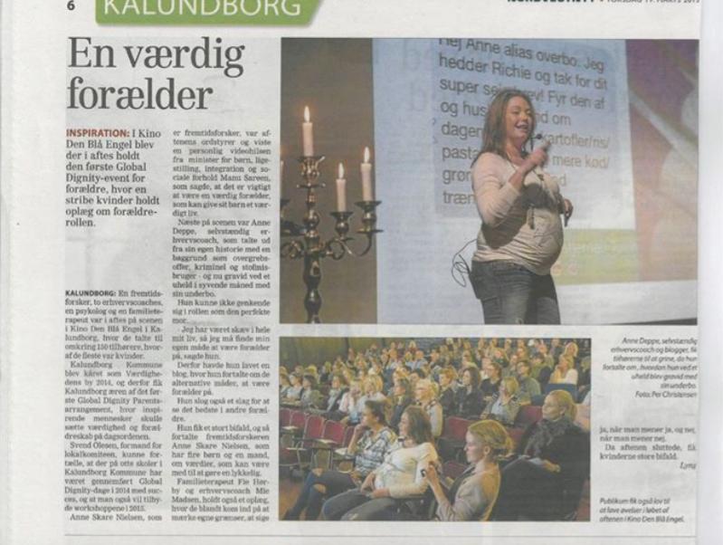 Deppeandthelostsock.com og den tykke mave på scenen i Kalundborg til en snak om den værdige forældre i samarbejde med Global Dignity Danmark Parents